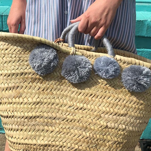Straw Basket wool 8 pom pom grey