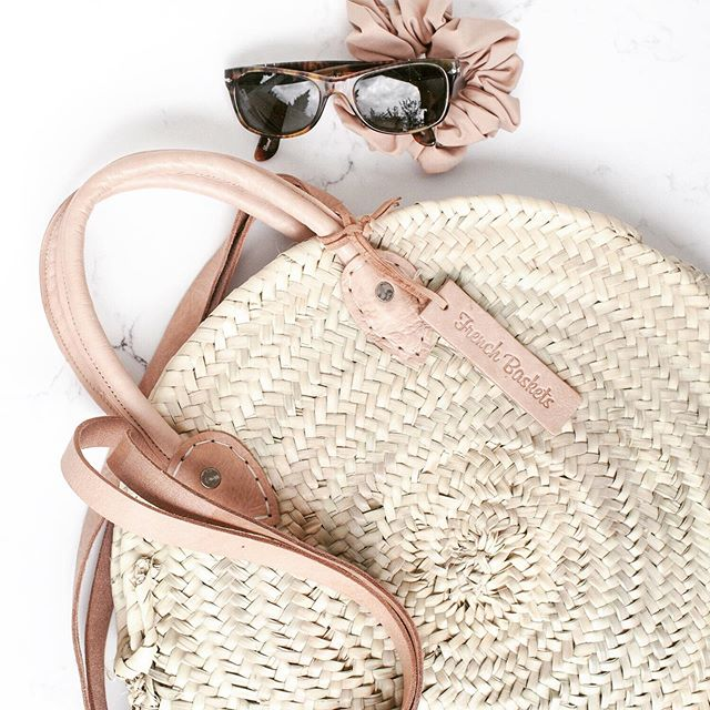 ROUND STRAW BASKET DOUBLE LEATHER HANDLE