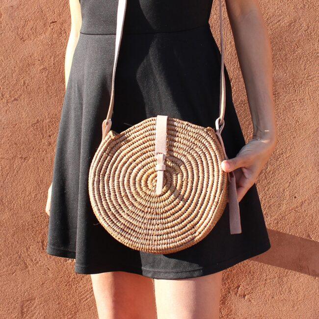 natural straw raffia bag round brun
