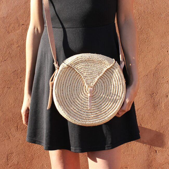 wovenbag small natural straw raffia bag round triangle Natural leather natural closure