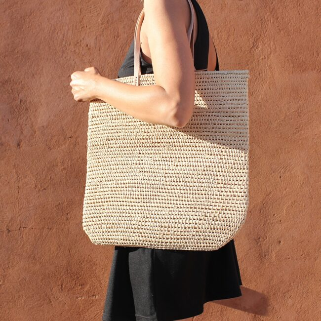 Tote bag made of raffia straw Natural color