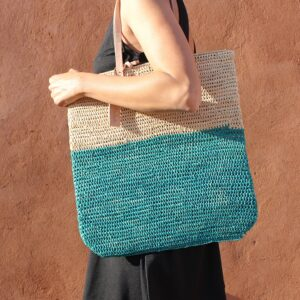 Tote bag made of raffia straw Natural and lagoon color
