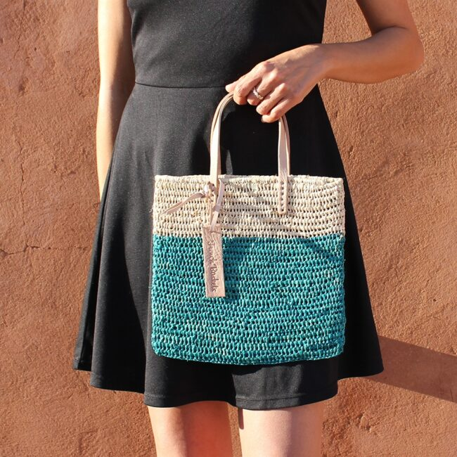 Medium Tote bag made of raffia straw Natural and lagoon color